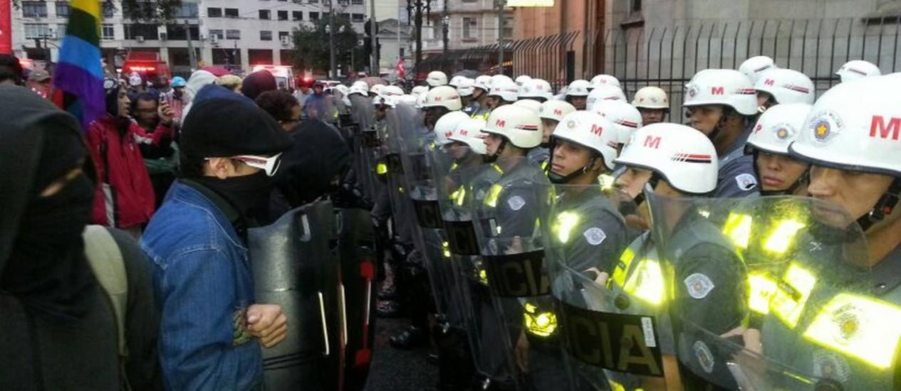 Apesar do clima tenso, manifestação segue hostil Foto: Renato Onofre