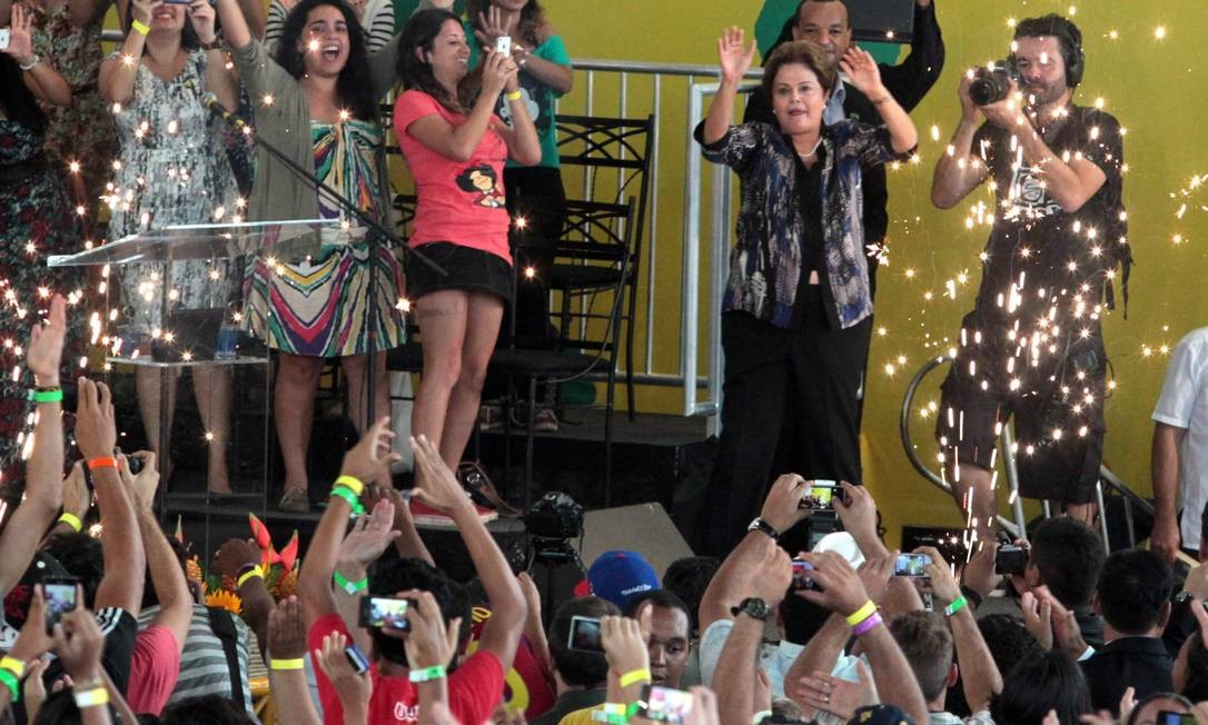A presidenta Dilma Rousseff, durante 17º Congresso Nacional da União da Juventude Socialista em Cruzeiro Novo/DF Foto: Givaldo Barbosa