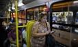 A diarista Ana Cristina Carvalho, de 42 anos, esperou 40 minutos pelo ônibus que a leva até Bonsucesso