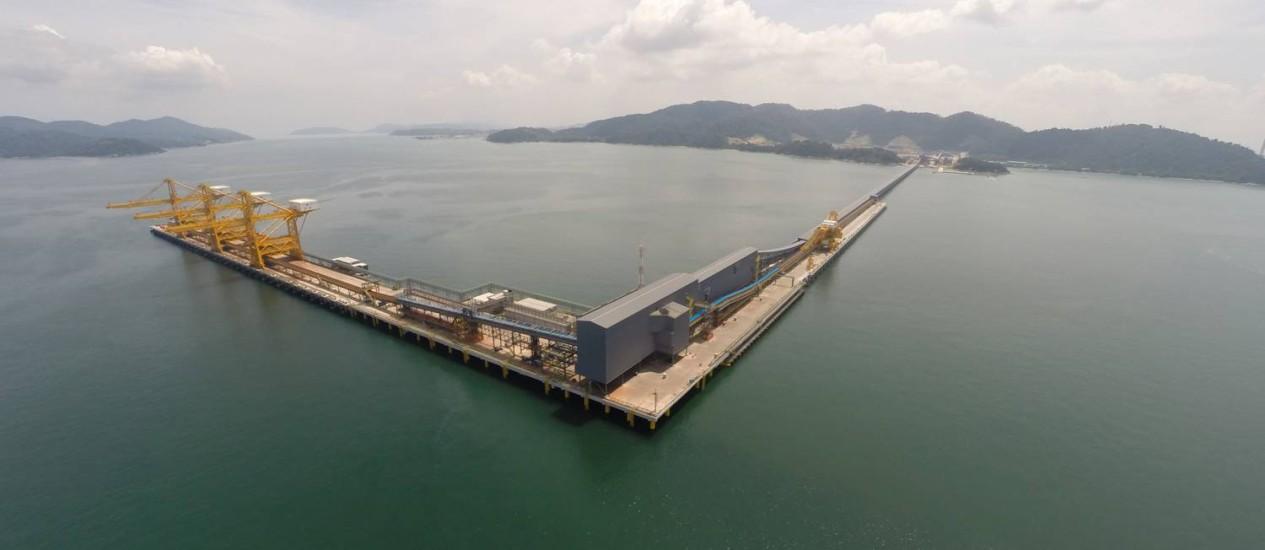 Mais curto. Píer do terminal em construção na Malásia: dez dias até a China Foto: Divulgação / Divulgação