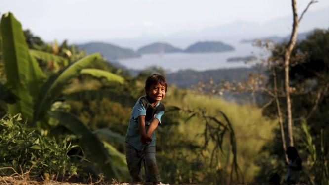 Criança da aldeia de Bracuí, em Angra dos Reis: maior conglomerado indígena do Rio, com 430 pessoas Foto: Agência O Globo / Custódio Coimbra