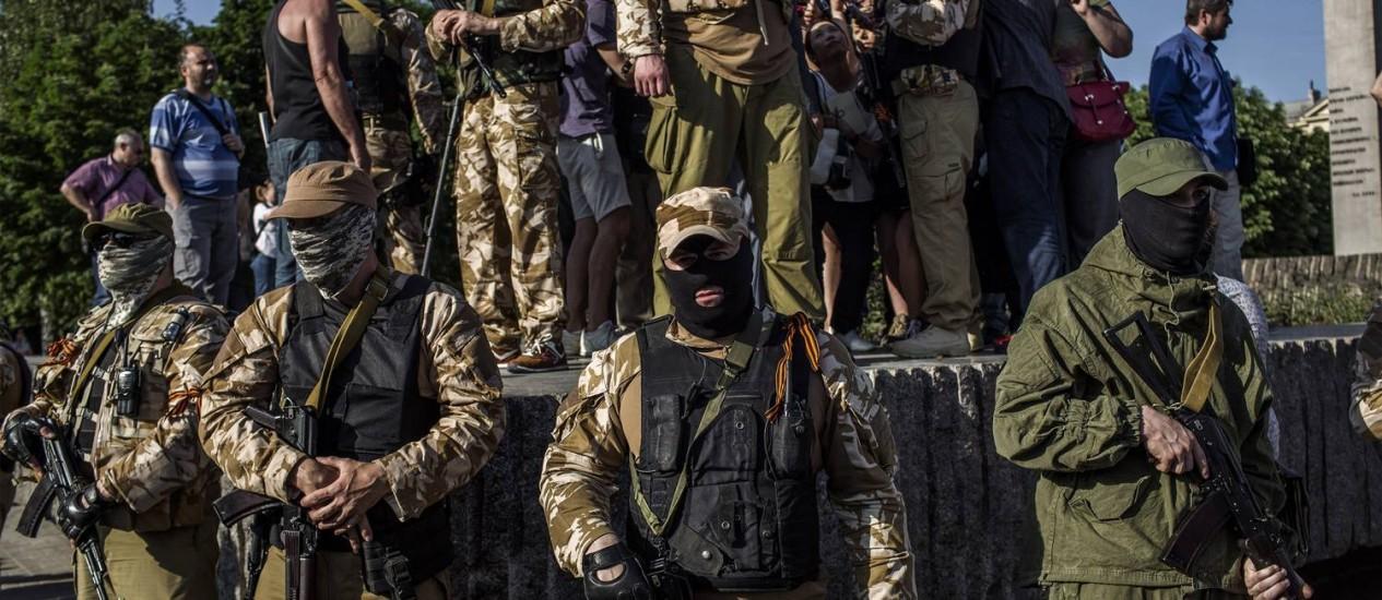 Militantes pró-russos armados impediram votação em regiões do Leste da Ucrânia Foto: FABIO BUCCIARELLI / AFP