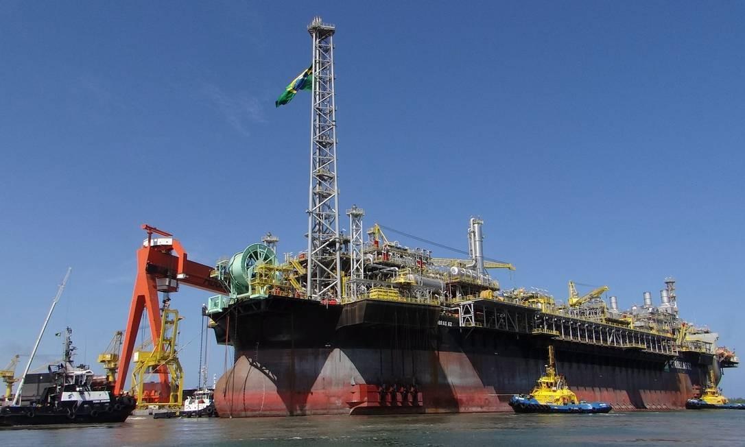A todo vapor: plataforma P 62 da Petrobras começou a operar no Campo de Roncador, na Bacia de Campos, este mês Foto: / Divulgação/14-2-2014