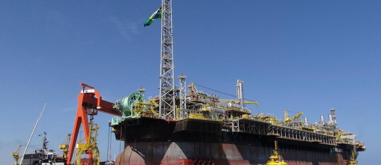 A todo vapor: plataforma P 62 da Petrobras começou a operar no Campo de Roncador, na Bacia de Campos, este mês Foto: Divulgação/14-2-2014