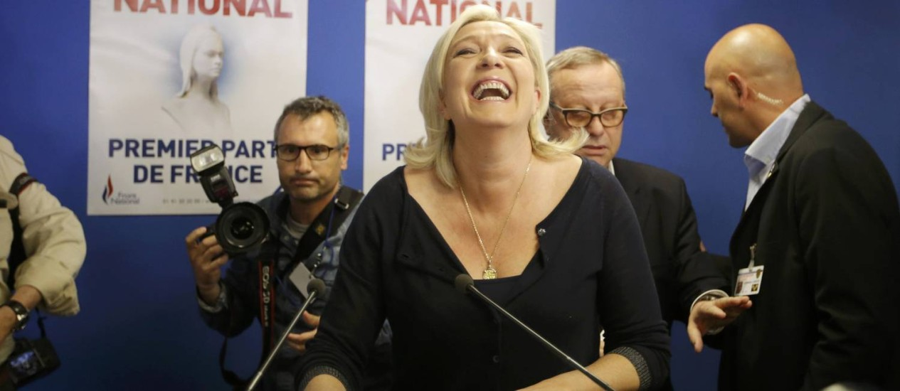 Júbilo. Marine Le Pen festeja vitória inédita da Frente Nacional: ganho de ao menos 20 vagas no Parlamento Europeu Foto: CHRISTIAN HARTMANN / REUTERS