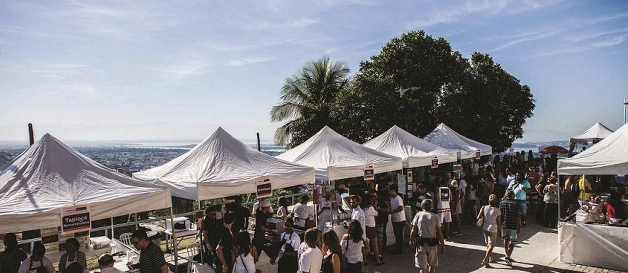 Estandes para degustação de pratos de restaurantes conceituados montados em 2013 na estação Adeus Foto: Ricardo D'Angelo / Divulgação