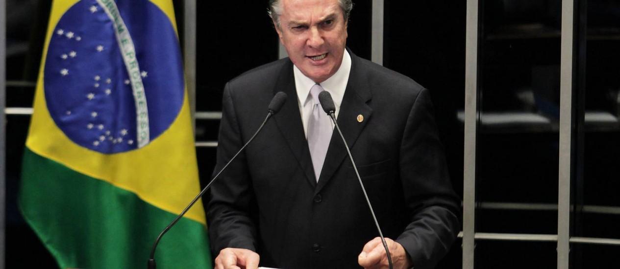 O senador Fernando Collor afirmou que vai cobrar explicações sobre as denúncias envolvendo seu nome ao STF e à PF. Foto: Ailton de Freitas / O Globo
