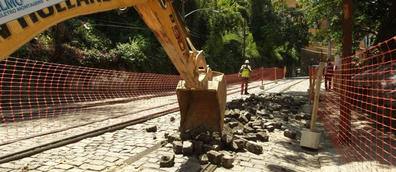 Obras no trilhos do bonde de Santa Teresa Foto: Gabriel de Paiva / 12-11-2013 / Agência O Globo