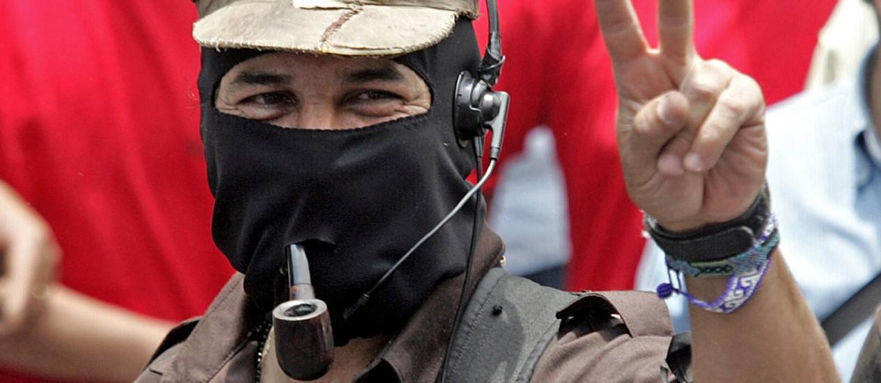 Ícone das esquerdas. O sub Marcos veste sua indumentária tradicional Foto: AFP/1-5-2006