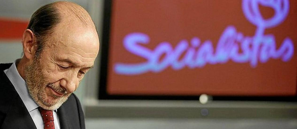 Adeus. Rubalcaba anunciou saída da liderança socialista após fiasco eleitoral Foto: ANDREA COMAS / ANDREA COMAS/REUTERS
