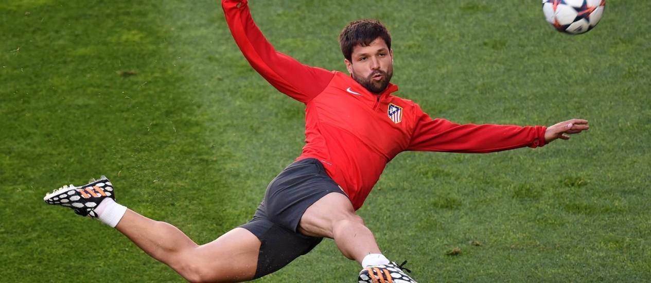 Diego treina no Atlético de Madrid. Jogador está de malas prontas para a Turquia, onde vai defender o Fenerbahçe Foto: Francisco Leong / AFP