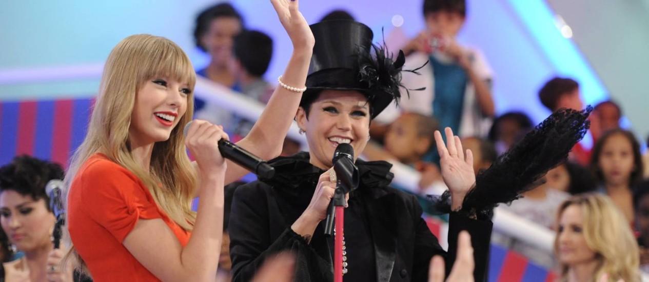 Taylor Swift em 2012, com a apresentadora Xuxa Meneghel Foto: Estevam Avellar / Rede Globo