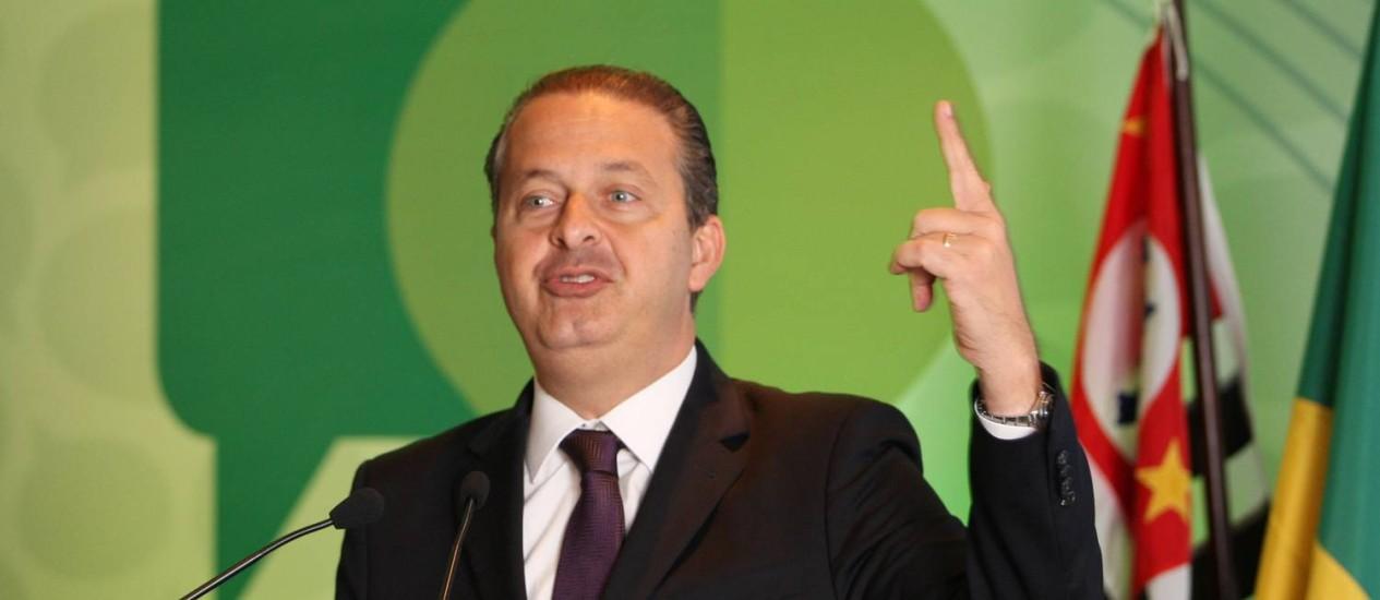 O presidente nacional do PSB e pré-candidato à Presidência da República, Eduardo Campos, conversou com empresários da Associação da Indústria Farmacêutica de Pesquisa. Foto: Michel Filho / Agência O Globo