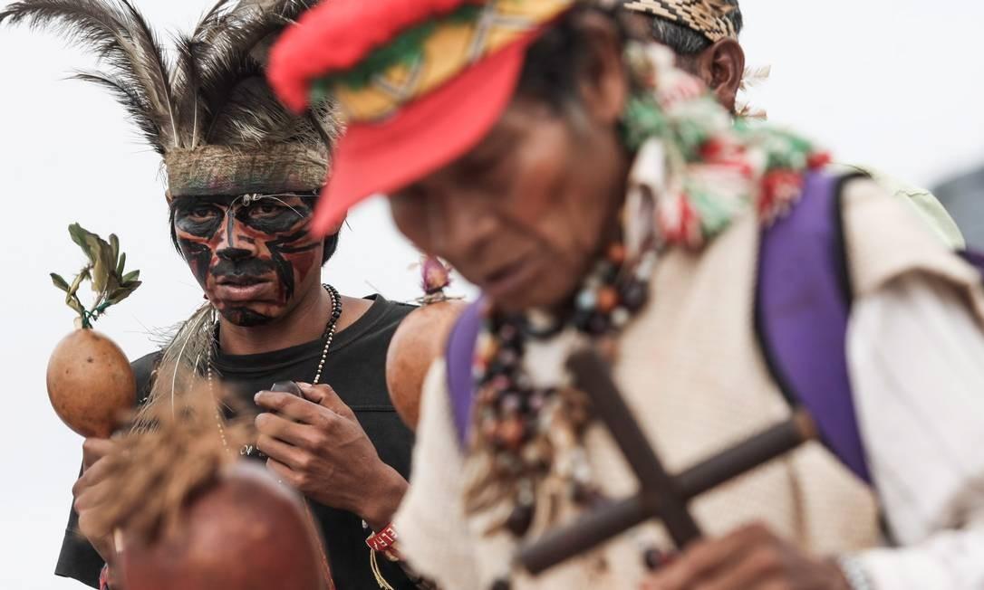 BRASIL - BRASI´LIA - BSB - 27/05/2014 - PA - Manifestação de povos indígenas na Praça dos Três Poderes, em Brasília. As lideranças reivindicam demarcação de terras indígenas. FOTO ANDRE´ COELHO / Age^ncia O Globo Foto: ANDRE COELHO/Agencia O Globo / Agência O Globo