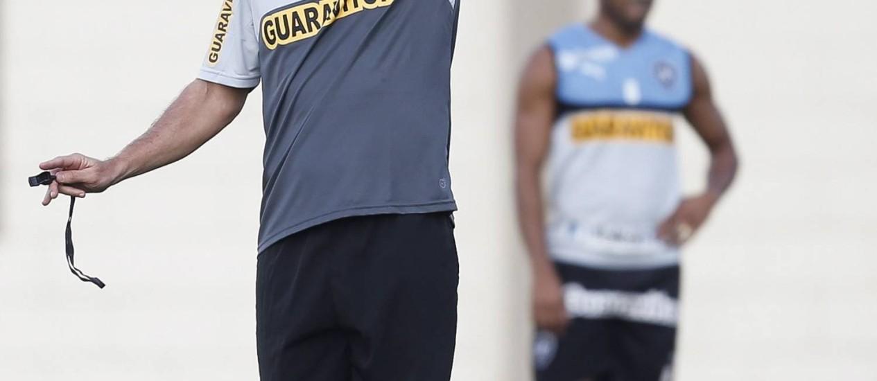 Segundo Mancini, Botafogo cai de produção ao final dos jogos Foto: Alexandre Cassiano / Agência O Globo