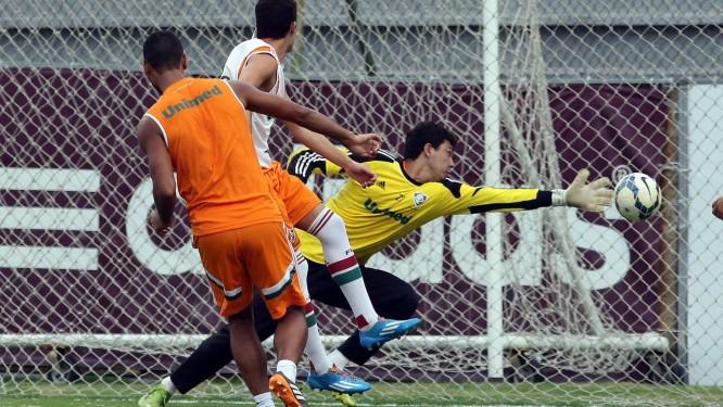 O goleiro em ação no treino do Fluminense Foto: Divulgação / Fluminense
