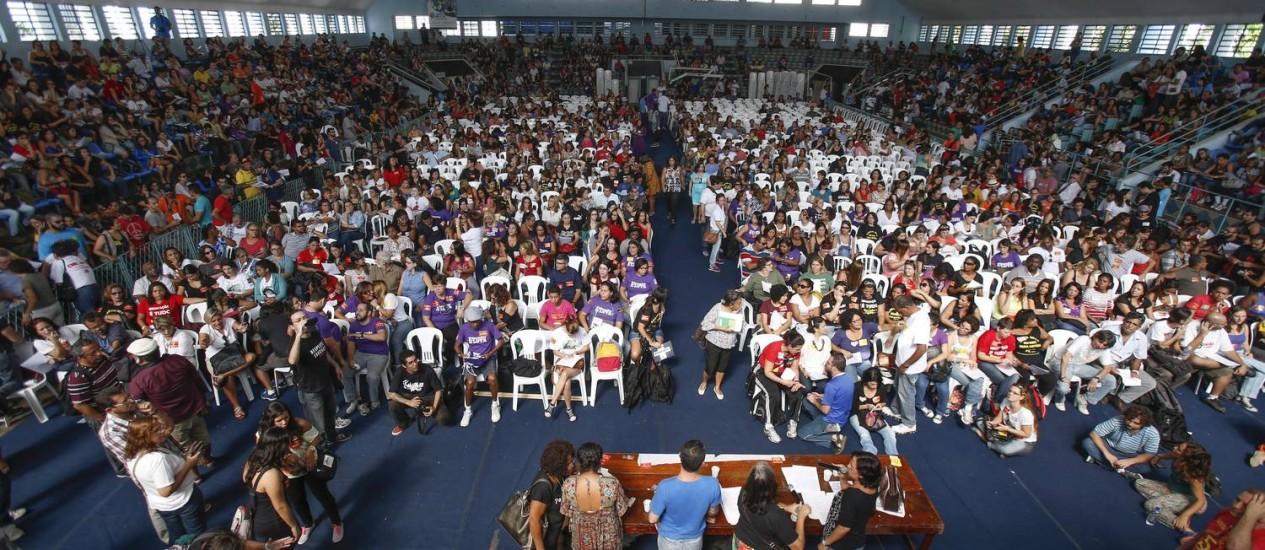 Assembleia de professores no Clube Municipal: Justiça considerou greve ilegal Foto: Alexandre Cassiano / Agência O Globo (15/05/2014)