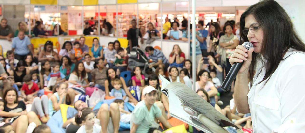 Encontros. No Salão do ano passado, Bia Bedran recebeu dúzias de jovens (e adultos) para uma leitura; a escritora e compositora volta ao evento neste ano Foto: Divulgação