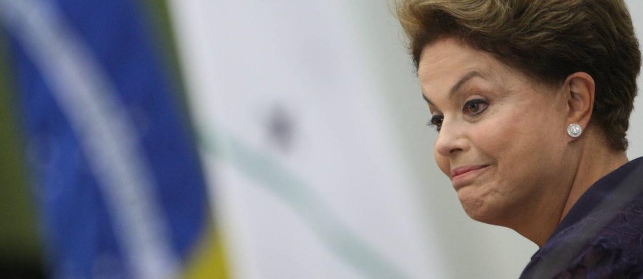 A Presidente Dilma Roussef participa da cerimônia de formatura da turma 2012-2014 do Instituto Rio Branco e de imposição de insignias da Ordem de Rio Branco no Palacio Itamaraty Foto: Andre Coelho / Agência O Globo
