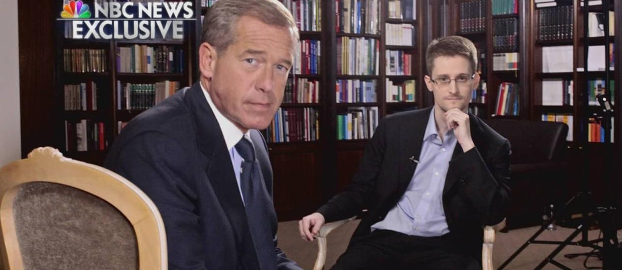 Edward Snowden posa durante a entrevista em Moscou à rede americana NBC Foto: Reprodução / REUTERS