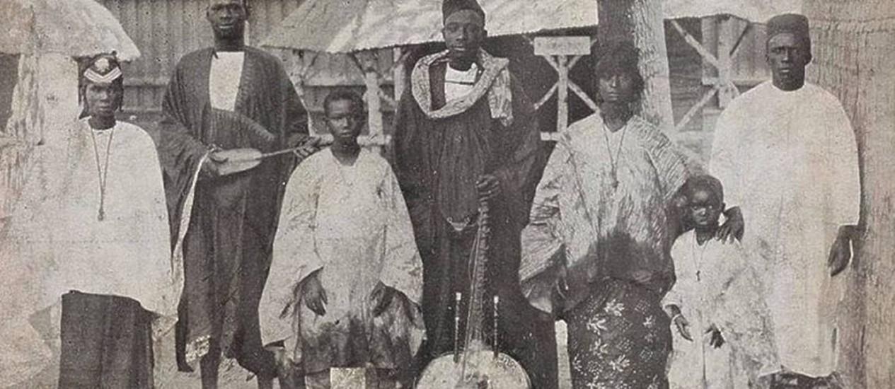 """Negros de origem africanas eram exibidos em """"zoológicos humanos"""", na Europa: exposição reproduzem passado racista Foto: Reprodução da internet"""