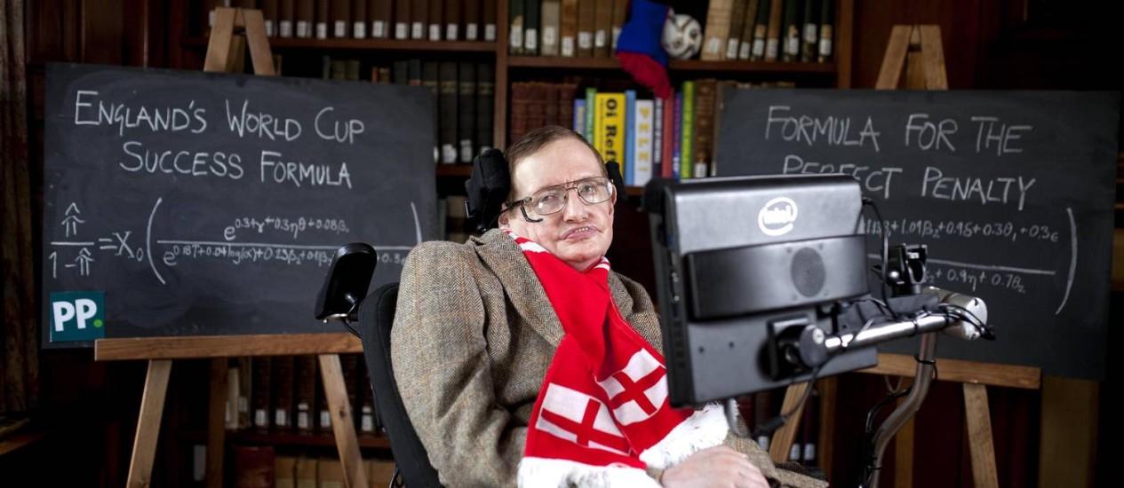 Stephen Hawking apresenta fórmula que criou a pedido de grupo de apostadores Foto: David Parry / AP