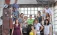 Artistas da fábrica Bhering que oferecem oficinas para moradores da região portuária do Rio através do projeto 'Em torno da fábrica'