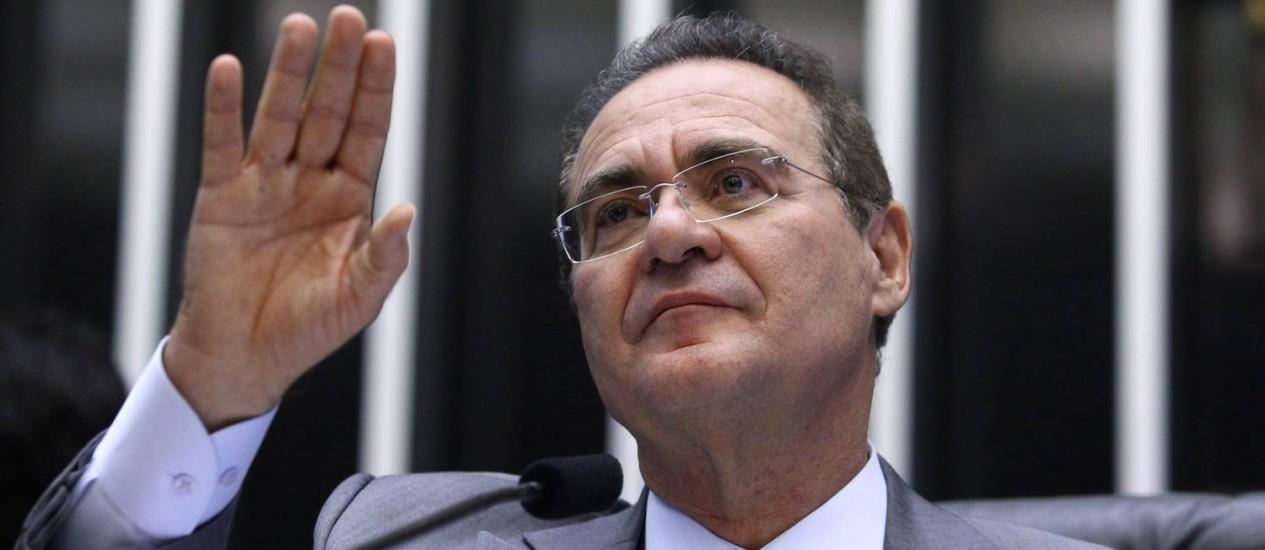 O senador Renan Calheiros: presidentes do Senado e da Câmara vão recorrer ao STF contra mudanças nas bancadas anunciadas pelo TSE. Foto: Andre Coelho / O Globo