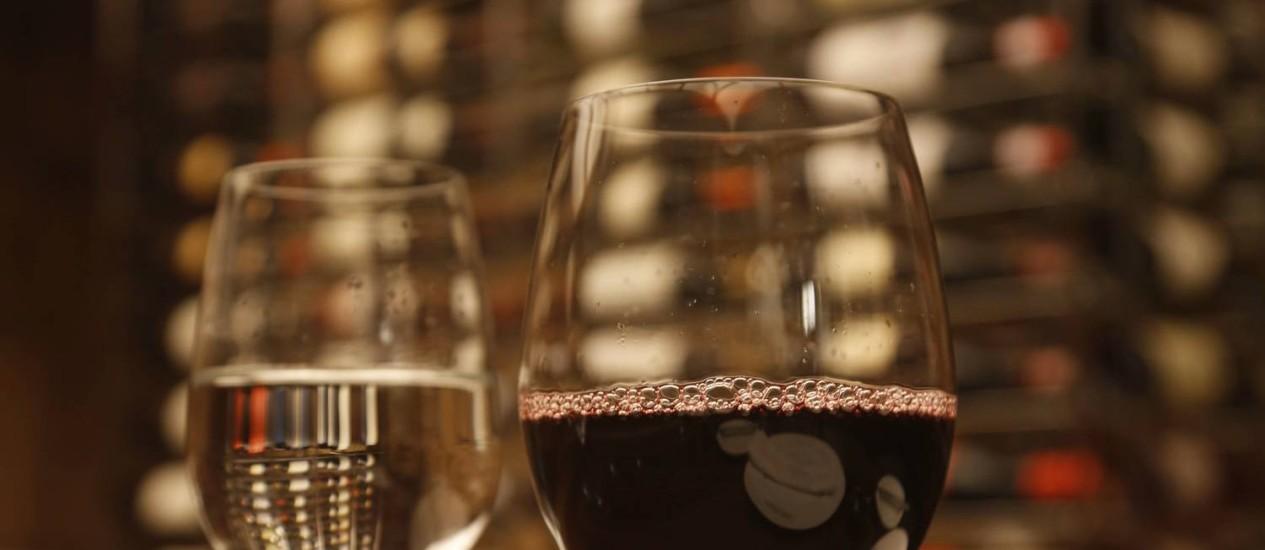 As garrafas de vinho do Giuseppe Grill ficam no subsolo da casa Foto: Camilla Maia