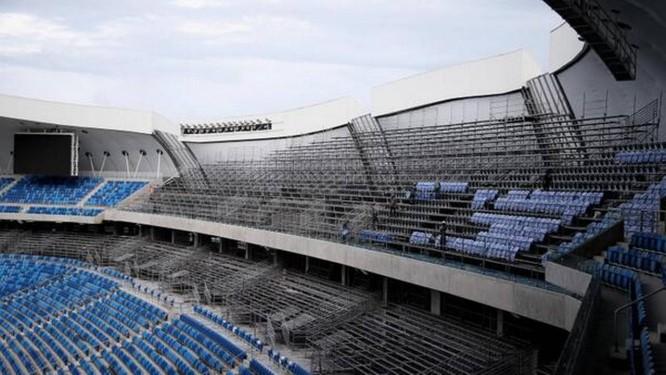 Foto publicada nas redes sociais pelo secretário-geral da Fifa, Jérôme Valcke, mostra arquibancada sem cadeiras na Arena das Dunas, em Natal Foto: Reprodução da Internet