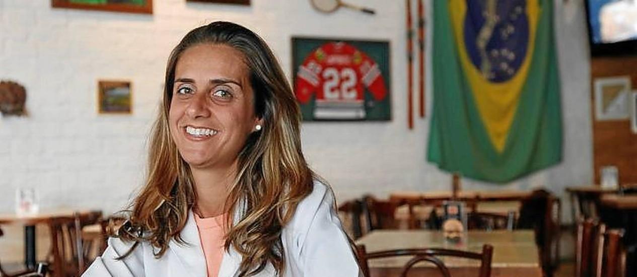 Dedicação. Etienne chega cedo para preparar os molhos da casa Foto: Agência O Globo / Camilla Maia