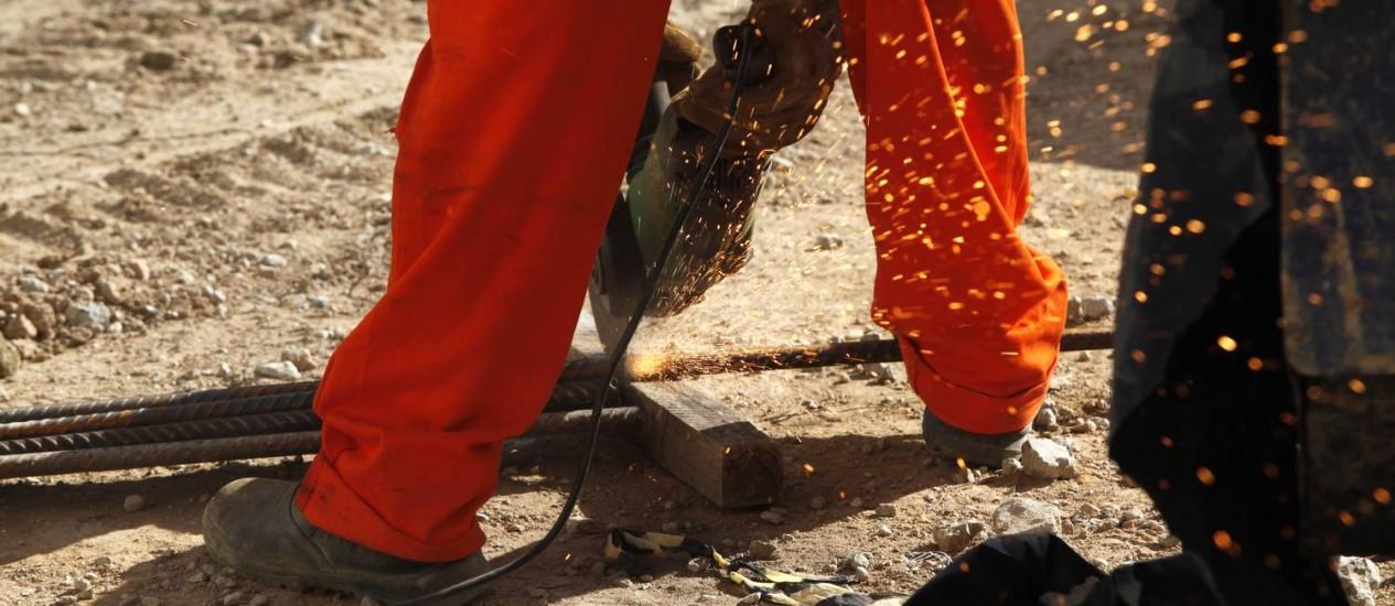 Os operários são o foco das lentes do repórter-fotográfico Carlos Ivan Foto: Carlos Ivan / Agência O Globo