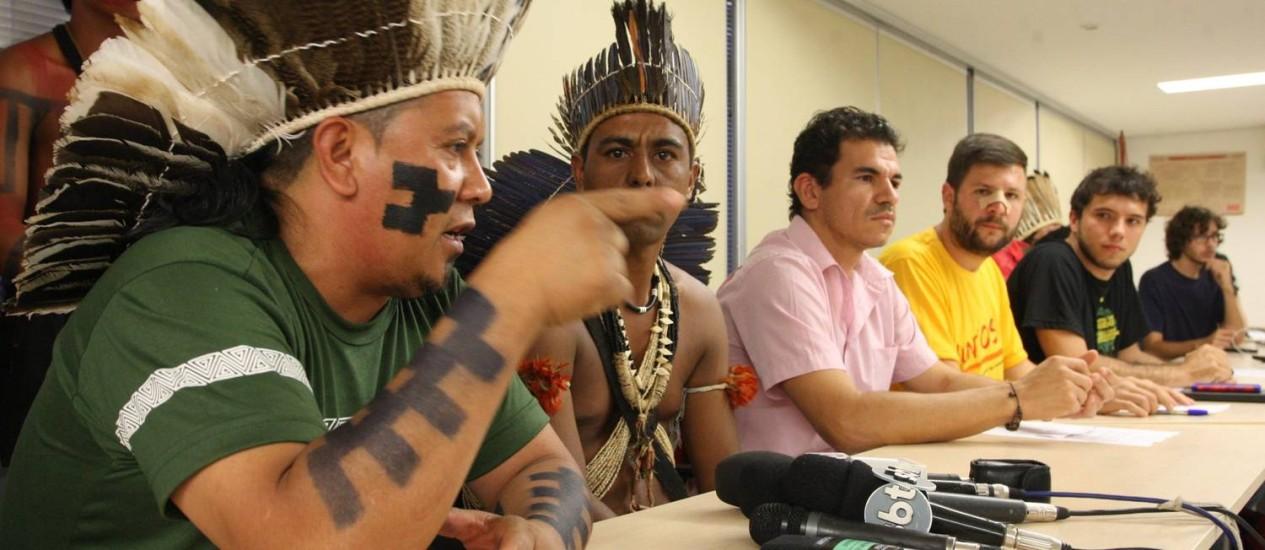 Comitê Popular da Copa do Distrito Federal promove coletiva de imprensa para falar de protesto do dia anterior Foto: André Coelho / O Globo