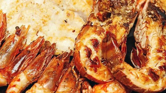 Dos preferidos: Camarão ajillo: azeite, alho, vinho e pimenta calabresa Foto: Bárbara Lopes / Bárbara Lopes