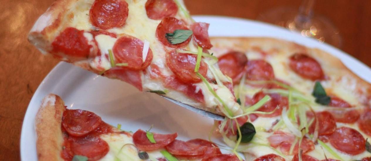 A Toscana DOP é a pizza preferida do Fábio Porchat: clássico da Capricciosa, feita com linguiça artesanal Foto: PEDRO TEIXEIRA
