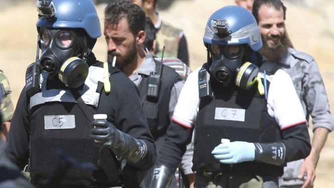 Inspetores químicos da ONU na Síria. Governo do país não completará destruição do arsenal químico dentro do prazo, e é acusado de usar gás de cloro em recentes ataques contra rebeldes Foto: REUTERS