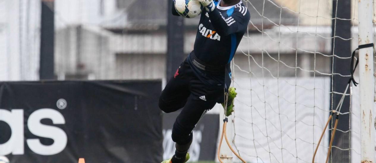 Felipe defende a bola em treino do Flamengo Foto: Divulgação / Flamengo