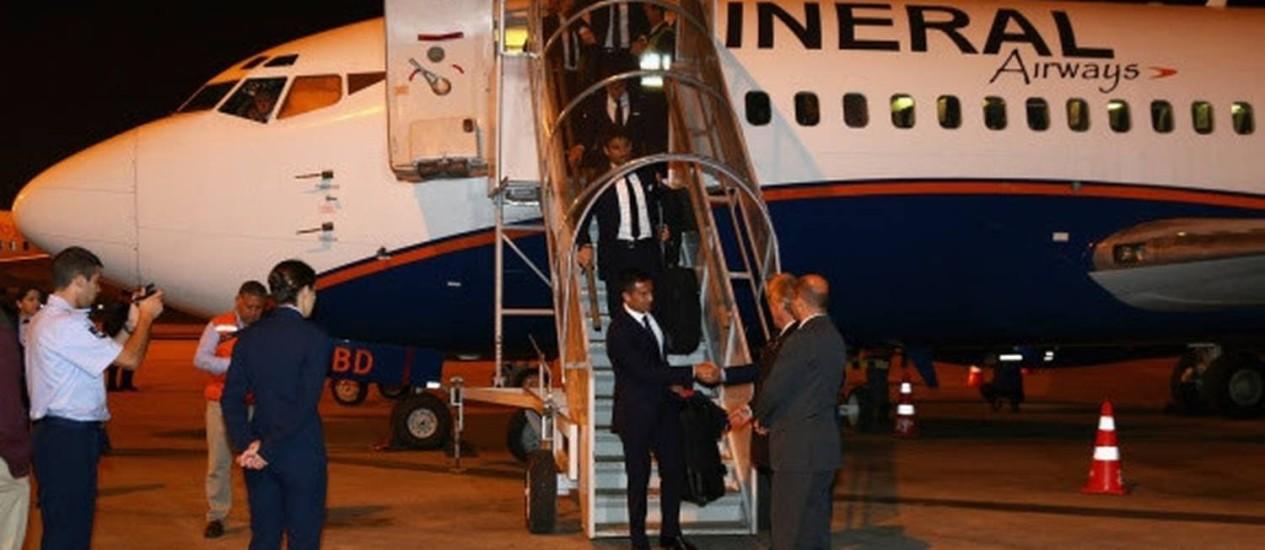 A seleção australiana desembarca em Curitiba, antes de seguir para Vitória, onde fará a preparação para a Copa Foto: Fifa.com/Divulgação