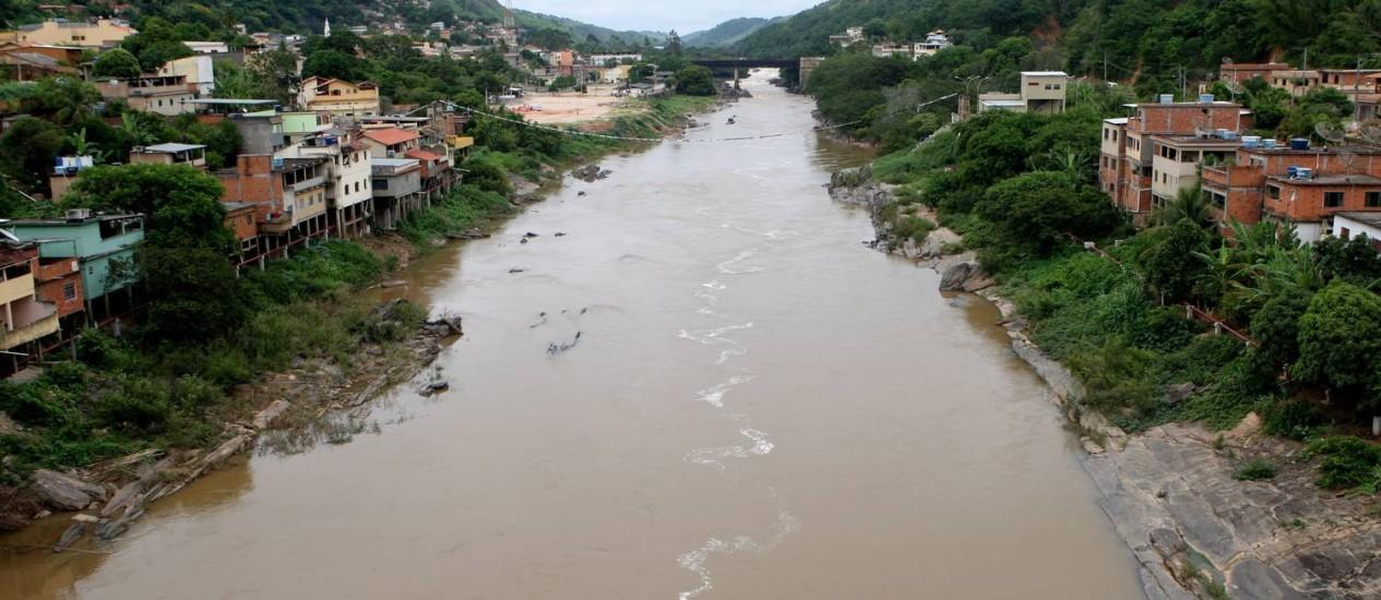 Rio Paraíba do Sul em Sapucaia: MP quer impedir transposição Foto: Gustavo Stephan / Agência O Globo (07/12/2012)