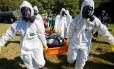 Equipes de saúde reproduzem cenário de explosão química e radiológica perto do estádio Beira-Rio