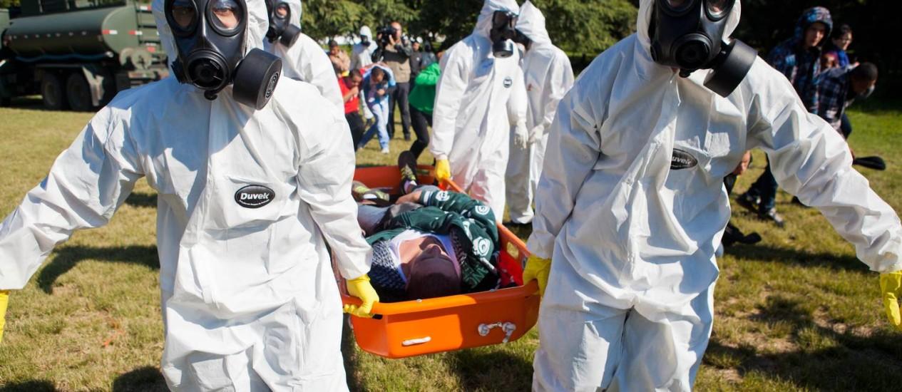 Equipes de saúde reproduzem cenário de explosão química e radiológica perto do estádio Beira-Rio Foto: Camila Domingues/governo do estado do RS