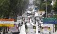 Greve dos rodoviários dissidentes pouco afetou o movimento no Centro: na Avenida Presidente Vargas manteve o fluxo intenso de carros e ônibus