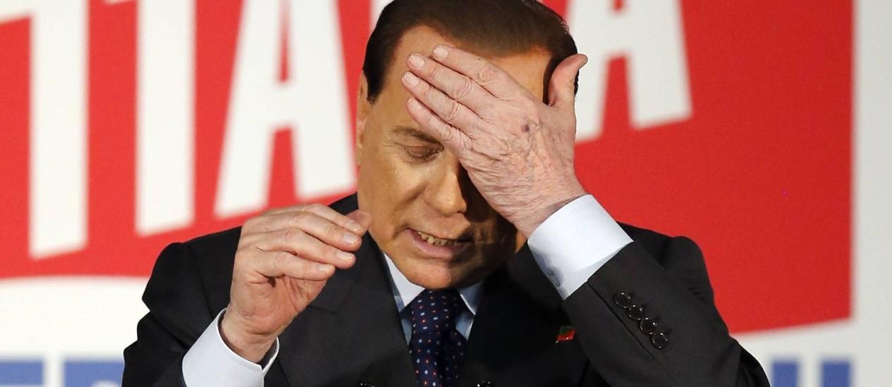 Berlusconi começou o trabalho social no centro de idosos há um mês Foto: ALESSANDRO GAROFALO / REUTERS