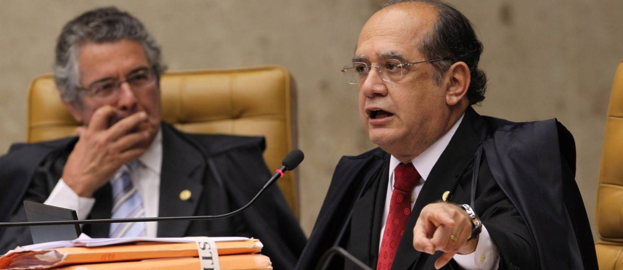 Gilmar Mendes e Marco Aurélio se posicionaram sobre a decisão de aposentadoria de Joaquim Barbosa Foto: André Coelho / Arquivo/Agência O Globo