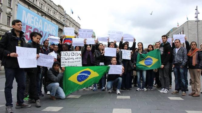 Quase metade dos manifestantes em Dublin foi de brasileiros Foto: Milenka Salinas