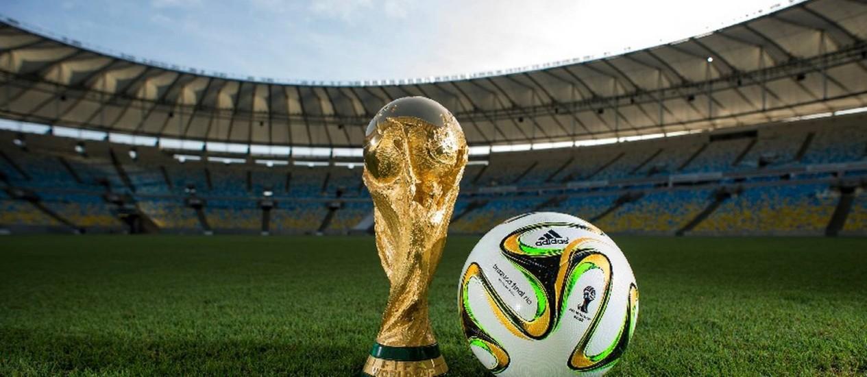 Com detalhes em dourado e verde, a brazuca terá uma edição especial para a final da Copa do Mundo no Maracanã Foto: Divulgação
