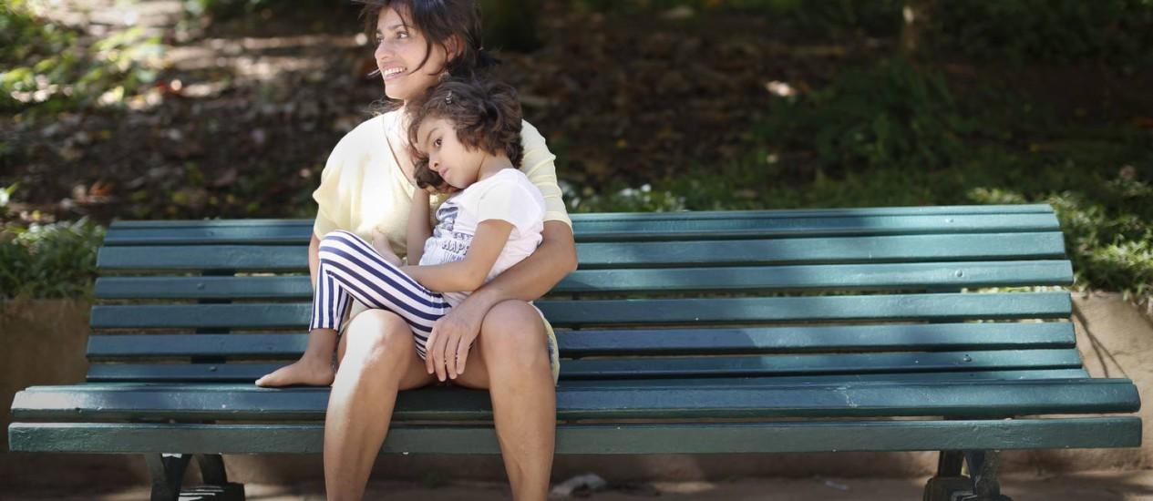 Margarete Brito, com a filha Sofia, de 5 anos, que sofre de CDKL5 Foto: Simone Marinho/08-05-2014