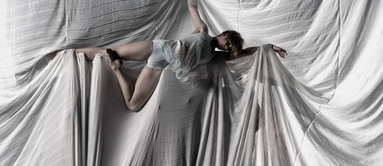 """""""Belle"""", o novo espetáculo da Cia. de Dança Deborah Colker é livremente inspirado em """"Belle de Jour"""", romance do escritor franco-argentino Joseph Kessel, lançado em 1928. Foto: Divulgação / Flavio Colker"""