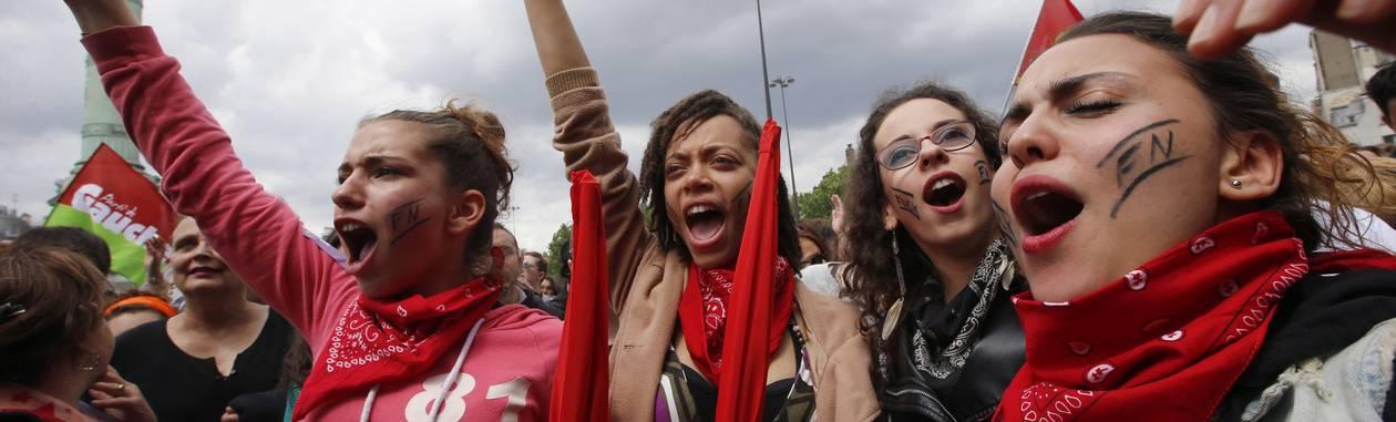 Manifestantes protestam em Paris contra a Frente Nacional. Partido de extrema-direita foi o vencedor das eleições para o Parlamento Europeu na França Foto: Francois Mori / AP
