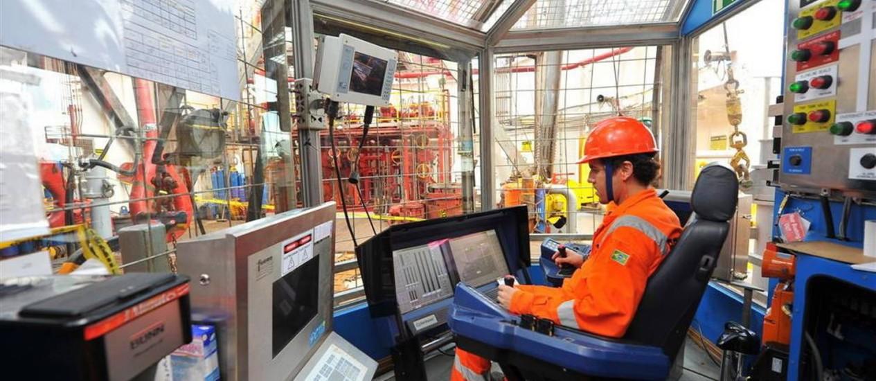 Trabalhadores em atividade nas sondas de perfuração a serviço da OGX Foto: Divulgação